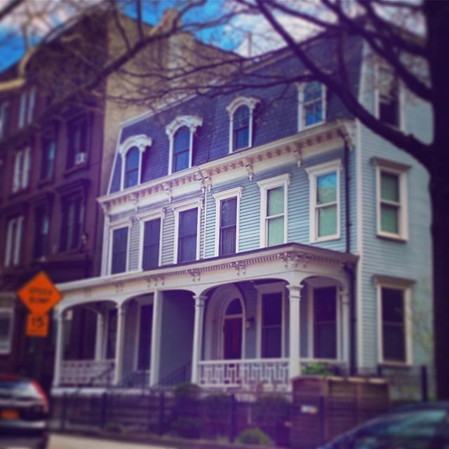 Grand Ave Clinton Hill #townhousetherapy#townhouse#browstone #renovation#realest…