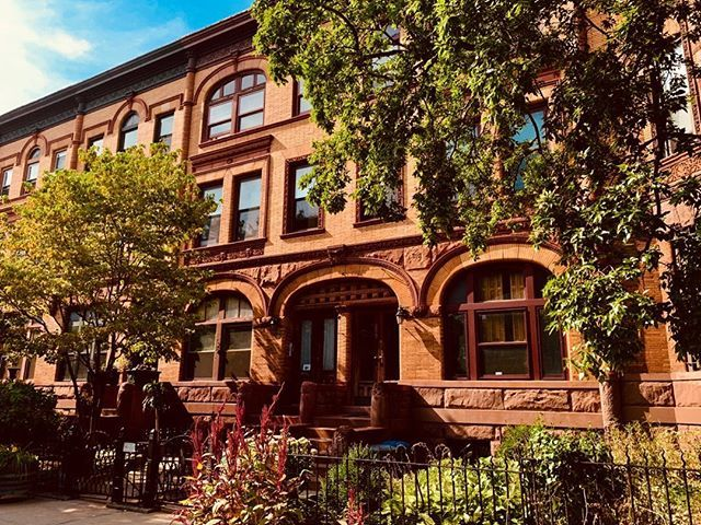 Stuyvesant Heights elegance. . . . #townhousetherapy#townhouse#brownstone #renov…