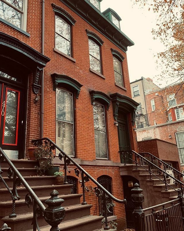 Early Italianate homes in Brooklyn. . . . #townhousetherapy#townhouse#brownstone…