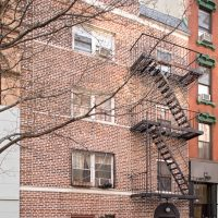 Townhouse Therapy: 222 E 7th St